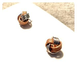 NWOT Loveknot Earrings